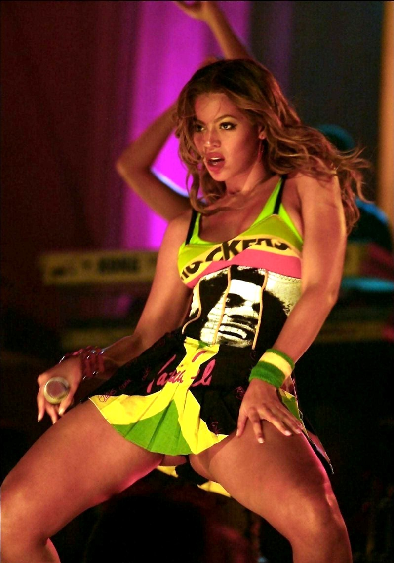 holes-beyonce-knowles-naked-dance