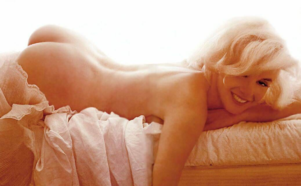 Lindsay Lohan Is Naked On All Fours In Latest Instagram Photo